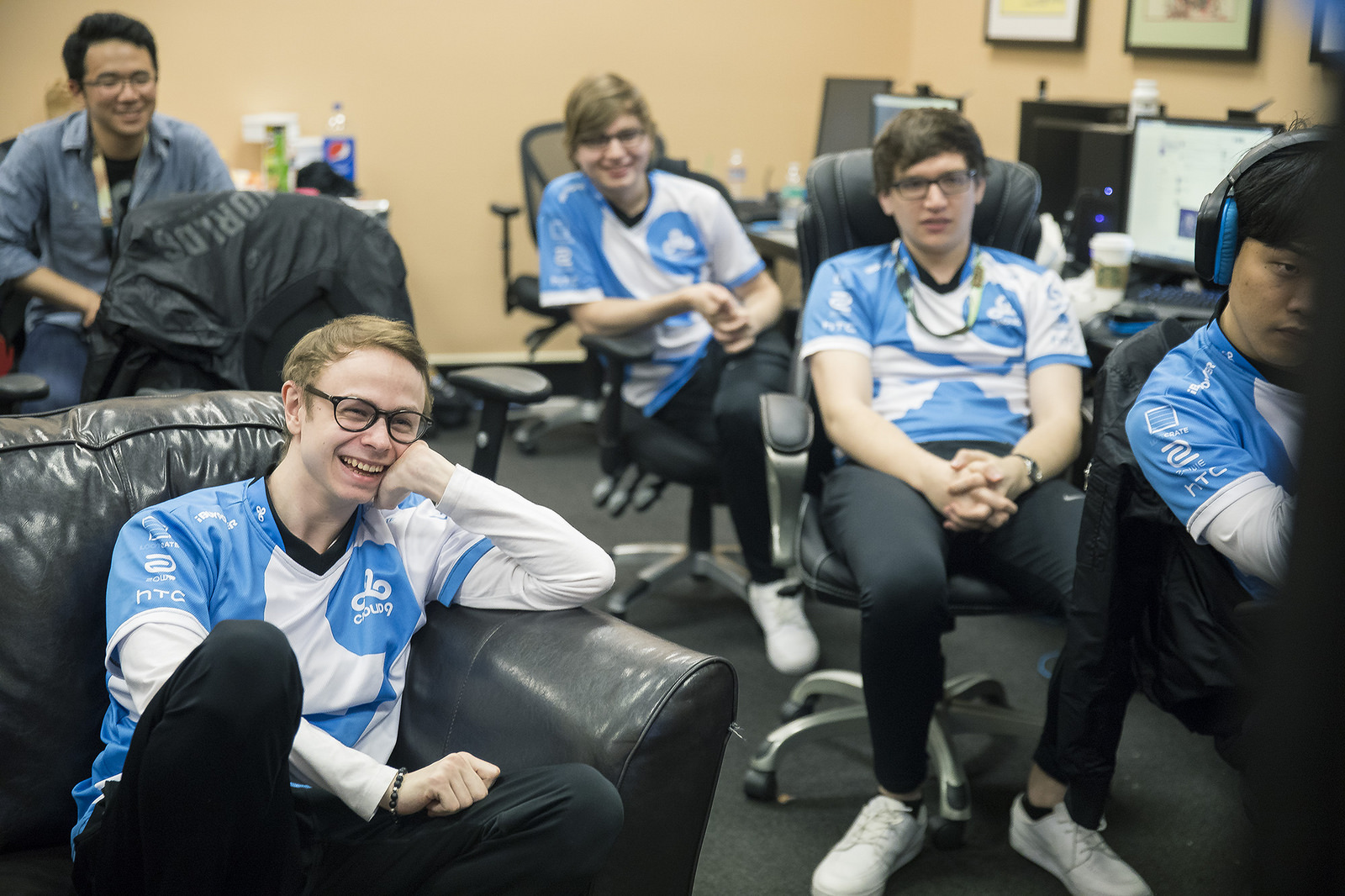 Jensen relaxes as C9 qualify for Worlds quarterfinals despite a mixed showing.
