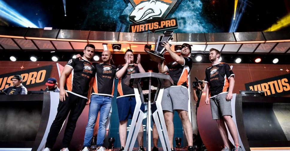 Virtus.pro claim the ELEAGUE S1 trophy.