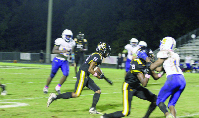 Photo by Beverly Milner Alto Yellowjacket No. 22 Jay Pope runs through an open path as teammates block Big Sandy defensive linemen.