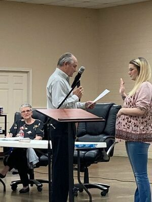 Middlebrooks administers the oath of office to Kendall Pharis, who replaces him as the District 1 Council member.  Photo by Penny Hawkins