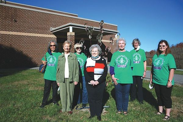 Green Thumb Garden Club members present were: June Jones, Janie Stecker, Martha Wells, Sue Wells, Akwe Stevens, Sharon Taylor, and Carol Moore.