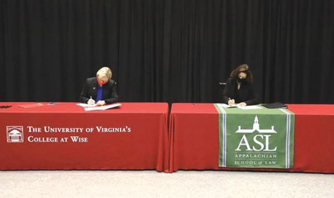 Chancellor Henry and ASL Leadership Sign a 3-plus-3 agreement.  NATHAN RASNAKE PHOTO