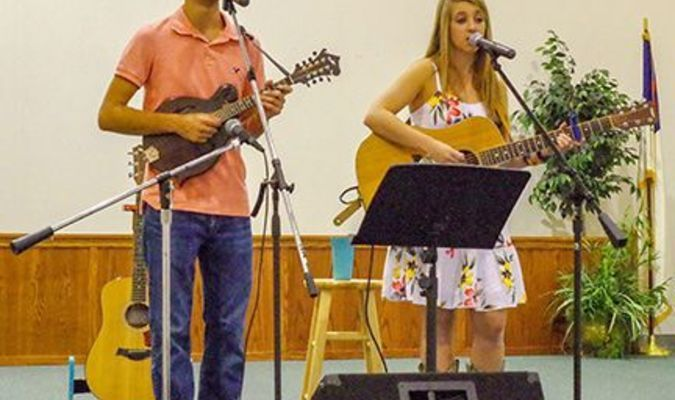 Hunter and Carson Wright provided the entertainment at the Farm to Fork dinner at the First Assembly of God Church in Clinton Aug. 10. (Photo by Becky Meadows)