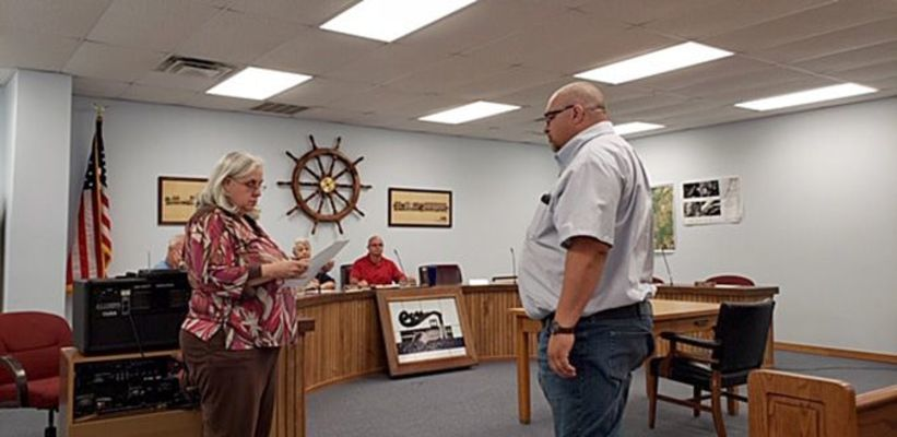 HICKMAN OFFICIALS APPOINT NEW COMMISSIONER