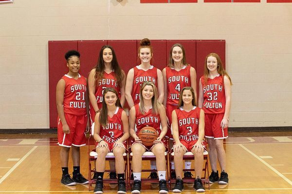 SOUTH FULTON HIGH SCHOOL 2020-2021 LADY RED DEVILS BASKETBALL TEAM – Front Row, left to right, #2 Aubree Gore, #1 Halle Gore, #3 Anna Gore; back row, # 21 Cashaya Mclerkin, #24 Addison Wilson, #15 Kailey Mayo, #4 Abbi McFarland, and #32 Katie Barclay. (Photo by Jake Clapper)