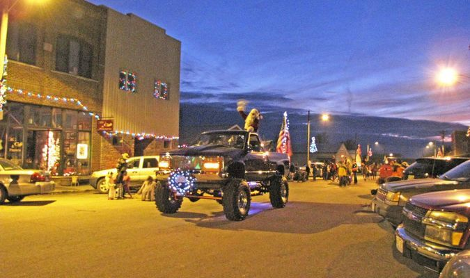 Santa Claus is Comin' to Miller! - with Rollin' for Rosie. (Photo by James McNary)