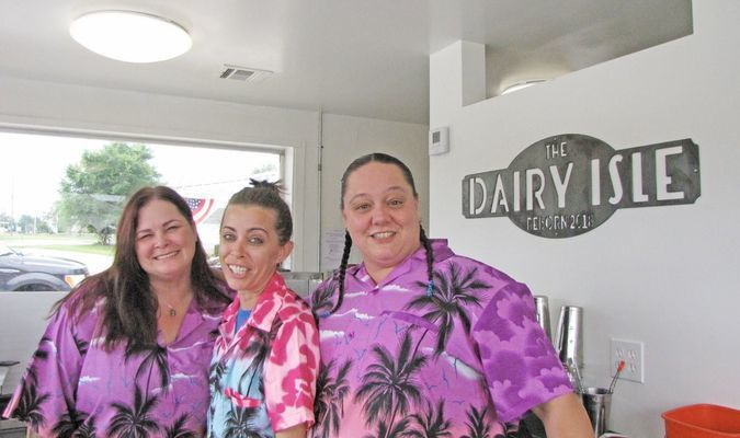 Dairy Isle owner Clista Jarrett (right) with staffers Melissa Weaver and Hannah Tihonovich. (Photo by James McNary)