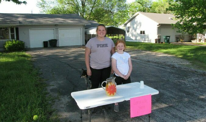 Hadyn Dunagan and Mylah Garver were out Wednesday afternoon, May 12, opening up a lemonade stand in Lockwood. (Photo by James McNary)