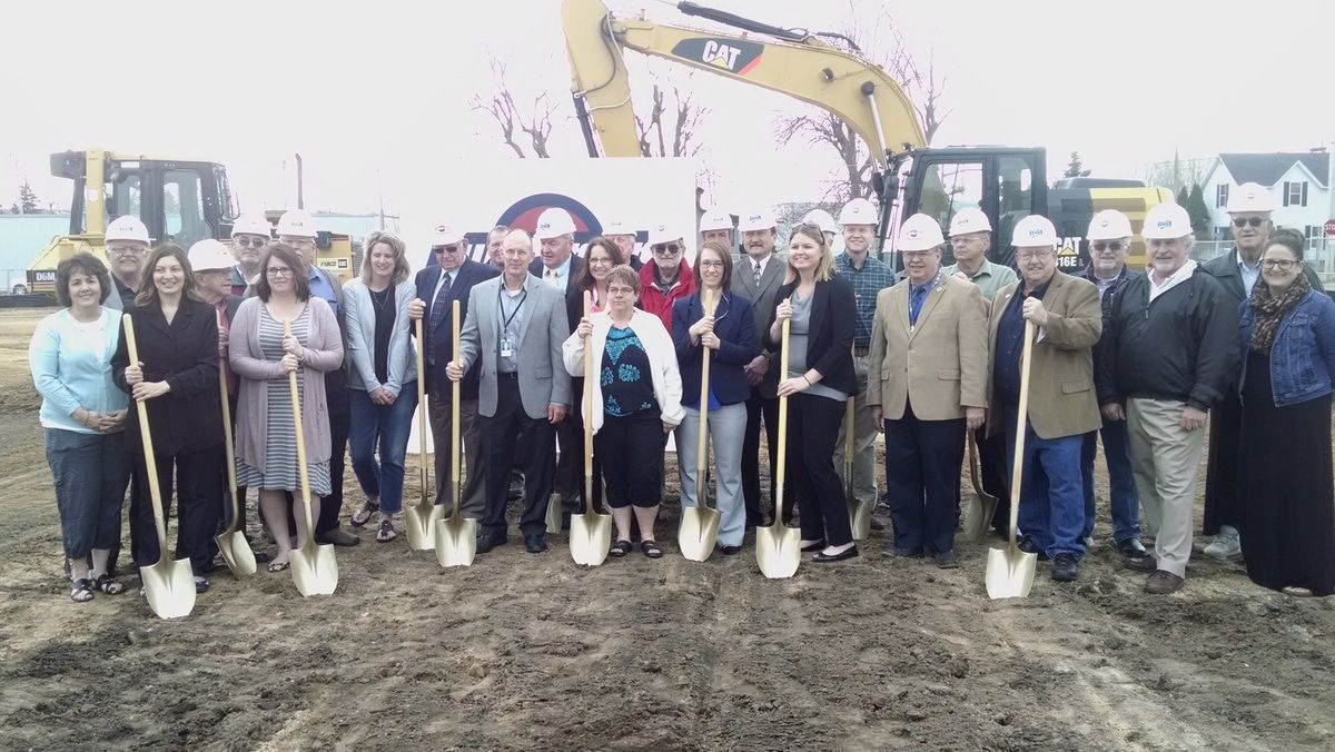 The messenger of juneau county - The Juneau County Board Members Gathered At The Lot On Hickory Street At 8 30 A M On April 18 For The Groundbreaking Of The New Juneau County Public