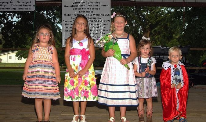Photo by Sharon Wingert Five contestants entered the Little Mr. and Miss Contest during Golden Harvest Days on Thursday, July 14, at the East Park Pavilion. Little Miss Aurora Jones and Little Mr. Jayden Henderson were crowned in the 2-4 year old category, with Madison Brewer being named Little Miss in the 5-8 year old division. Other contestant runner ups were Kelley Garrett and Emma Henderson.
