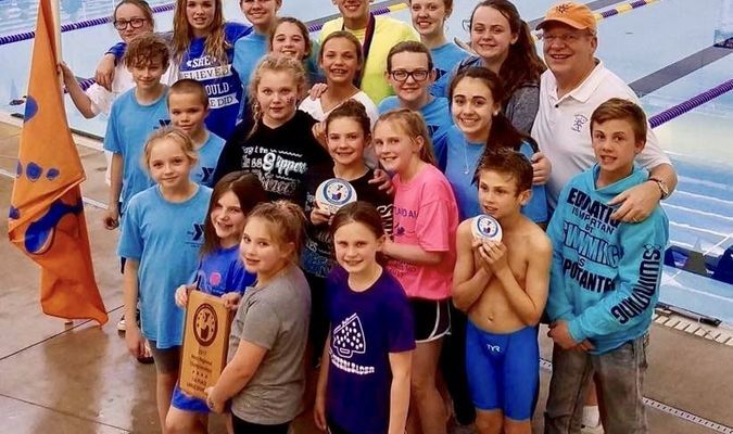 CatTracks successfully defended their title at the 2017 Heartland West Regional Swim Championships. The four-time champions dominated the competition, winning by a margin of more than 1,000 points. The three-day event was held on March 3-5, in Monett. Detailed results for individual and relay events will be published in a subsequent edition of the Democrat.