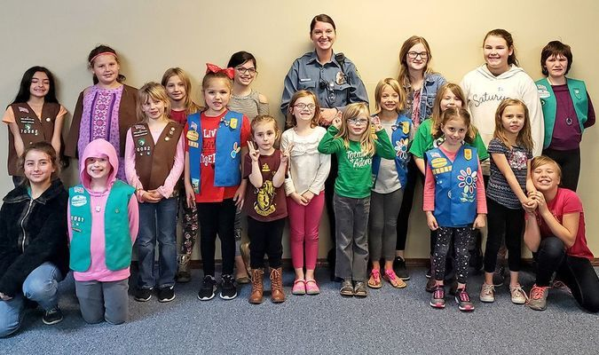 Lamar Police Officer Jordan Welch spoke to the Girl Scout Troop No. 70082 about respect and what it means to be respectful in their own lives. The girls really enjoyed her presentation and appreciated her time. Girl Scout Troop No. 70082 thanks Officer Welch for her service and time spent with them.