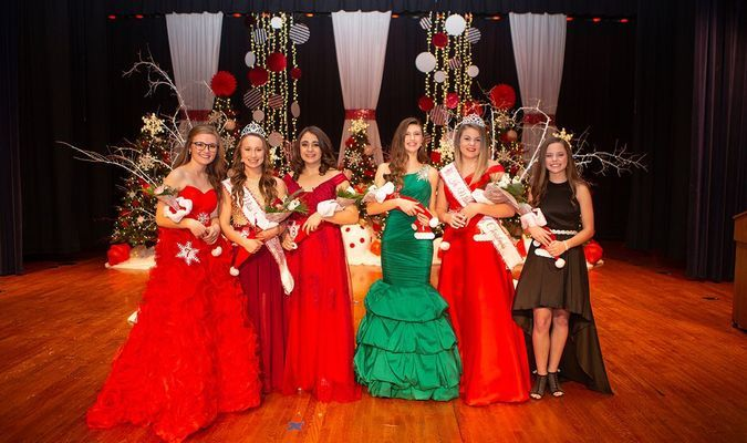 Photo courtesy of Jessica Edwards Photography Winners of the 2018 Junior and Miss Merry Christmas Pageant are, left to right, Payden Nolting, first runner-up, daughter of Scott and Kelli Nolting and sponsored by Circle N Farms; Kara Morey, Miss Merry Christmas, daughter of Kent and Melissa Morey and sponsored by Lamar Bank & Trust Co. and Kaitlyn Davis, second runner-up, daughter of Matthew and Elizabeth Davis and sponsored by The Glades Law Firm; Ella Harris, first runner-up, daughter of Zach and Lindsay Harris and sponsored by Lamar Bank & Trust Co.; Charley Fanning, Junior Miss Merry Christmas, daughter of Brad and Bethany Fanning and Holly Garber and sponsored by Bruce Belline Shelter Insurance and Chelsey O'Sullivan, second-runner up, daughter of Brian and Kori O'Sullivan and sponsored by O'Sullivan Properties.