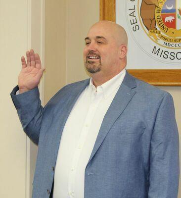 Newly elected Sheriff, Brad Stinson, is sworn in by County Clerk, Sandy Lanier.