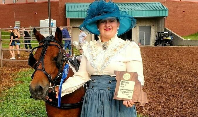 Trista Trivette with Julanns Beauty and her 1st place Pony Cart plaque
