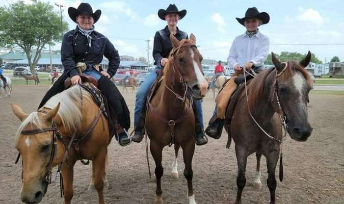 (left to right) Trista Trivette with her horse Cody, Renae Bordeleau with her horse Jess, and Kaelynn Bartels with her horse Hannah. Ready for Ranch Riding