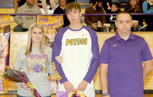 SENIOR NIGHT HONORS – #15 Ian Sansegraw was honored with his parents, Sally and Billy Joe Sansegraw during the festivities. Sansegraw studies construction at Unitec and has played basketball for 3 years.