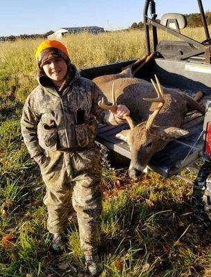 Cole Baxter, son of Mike & Amber Baxter of Hannibal, got his first buck!