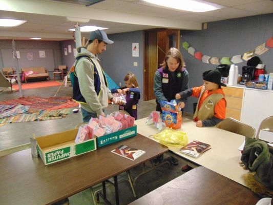 Members of New London's First Christian Church bag up laundry soap.