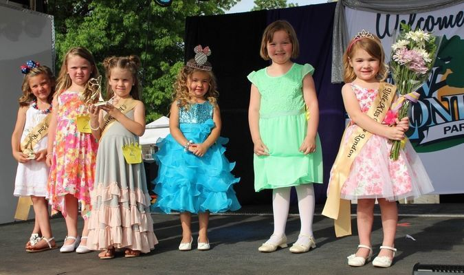 Contestants in the 2016 Little Miss New London Park Days