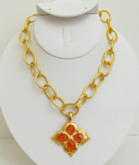 Susan Shaw Jewelry Gold Clover with Cherry Quartz Stone Necklace (3148CQ)