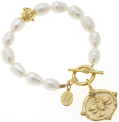 Susan shaw Jewelry Bee Intaglio Pearl Bracelet