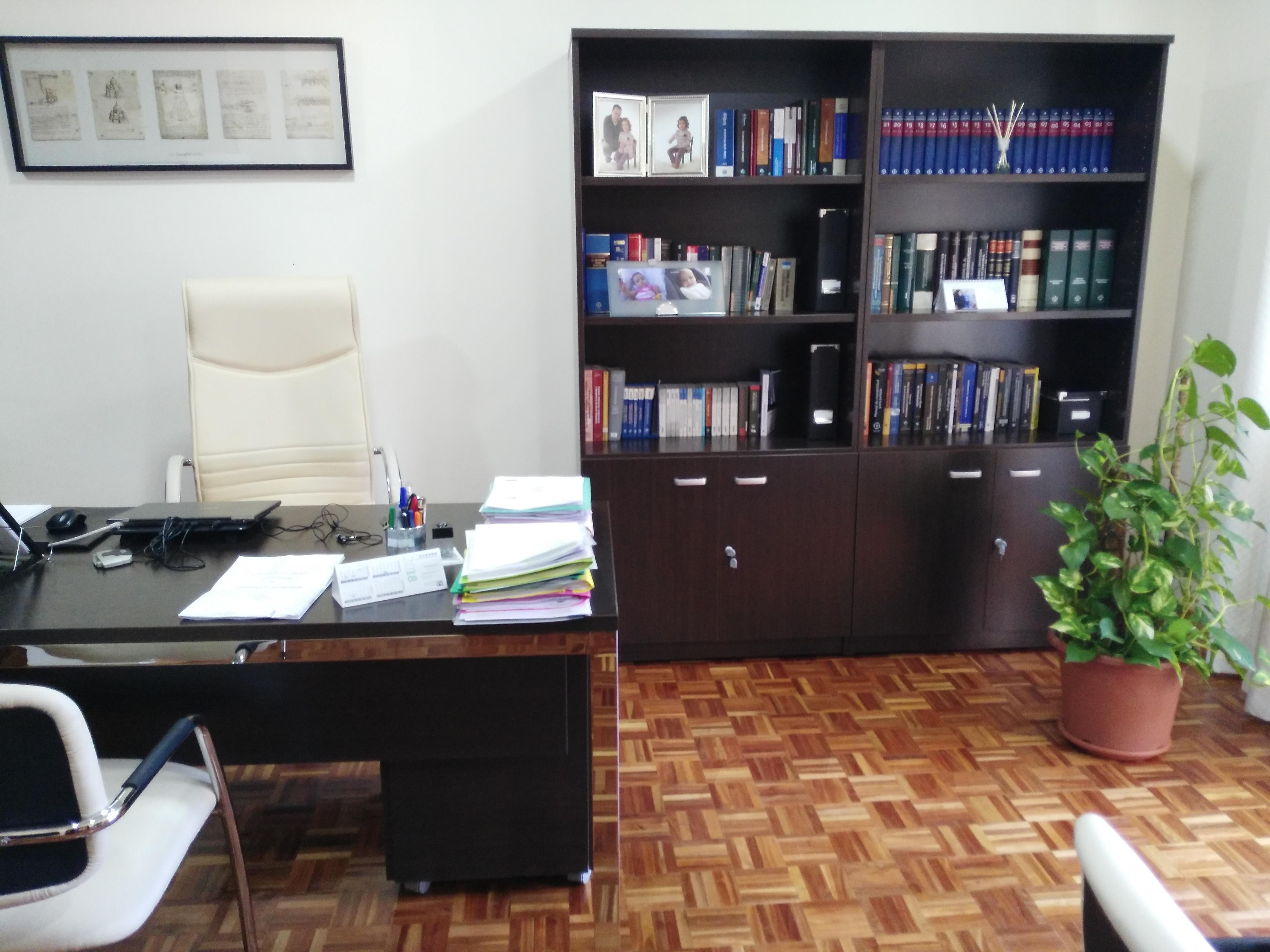 Mesa principal de nuestro despacho