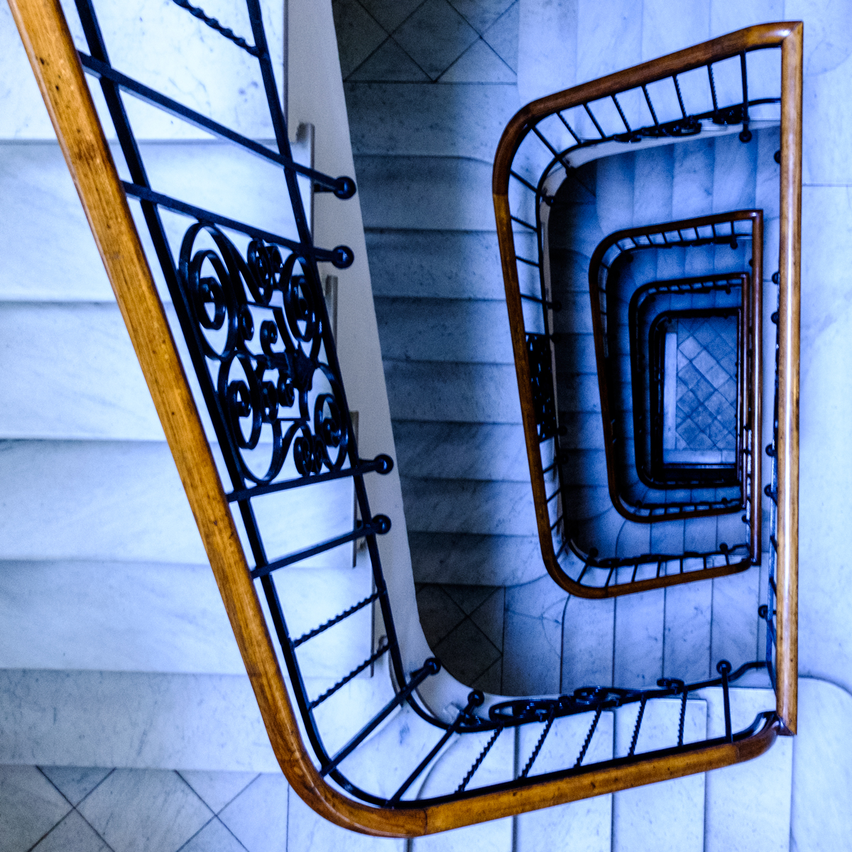 Escaleras acceso despacho en Zaragoza