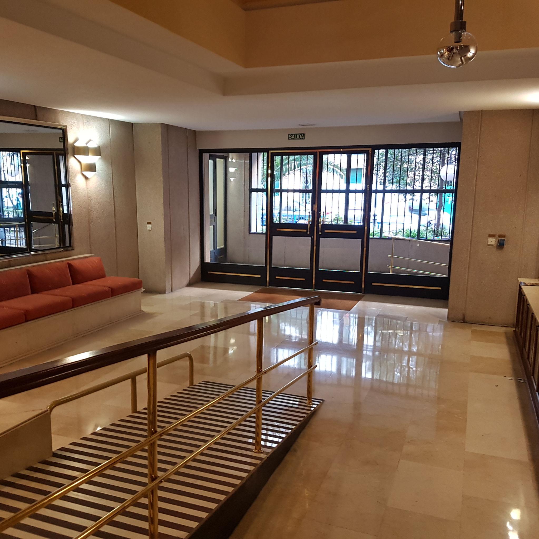 Recepción del edificio donde se encuentra nuestro despacho en Madrid
