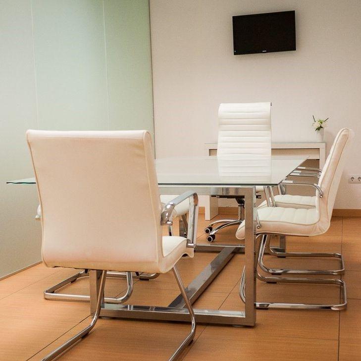 Sala de reuniones donde lo ayudaremos con nuestro asesoramiento legal