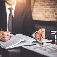 foto abogado trabajando