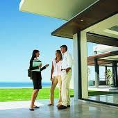 Nuestros abogados y agentes inmobiliarios experimentados garantizan su éxito de negocios en finza raíz