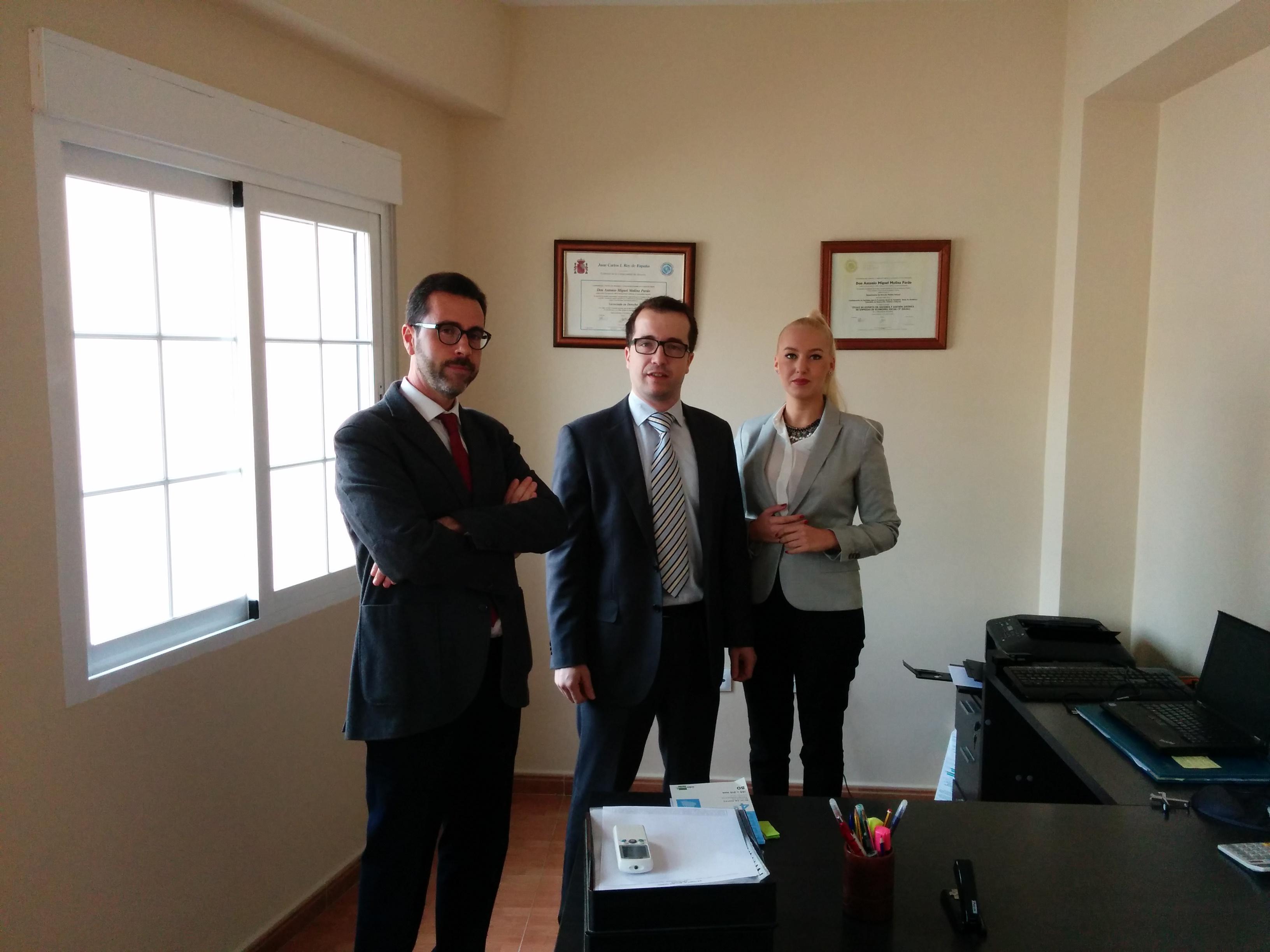 Foto de nuestro despacho y equipo de abogados en Almeria.