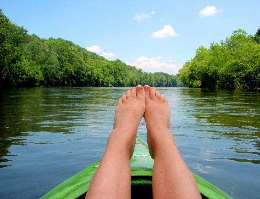 kayak-feet