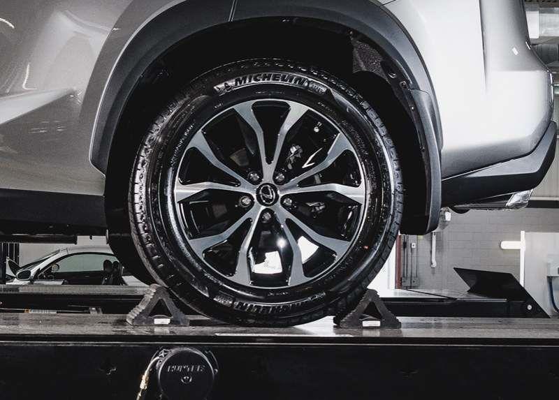 lexus 2009 is250 tire size
