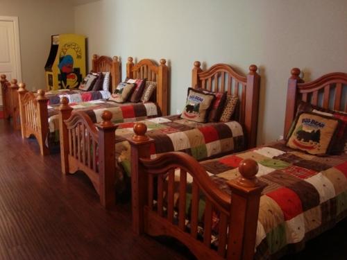 Marvelous Luxury Cedar Creek Lakehouse Sleeps 18 Comfortably Download Free Architecture Designs Xaembritishbridgeorg