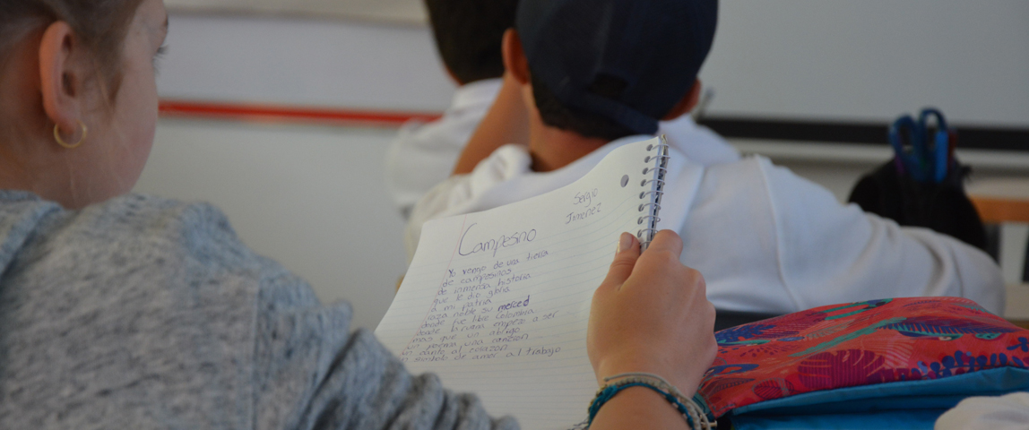 estudiante con notas