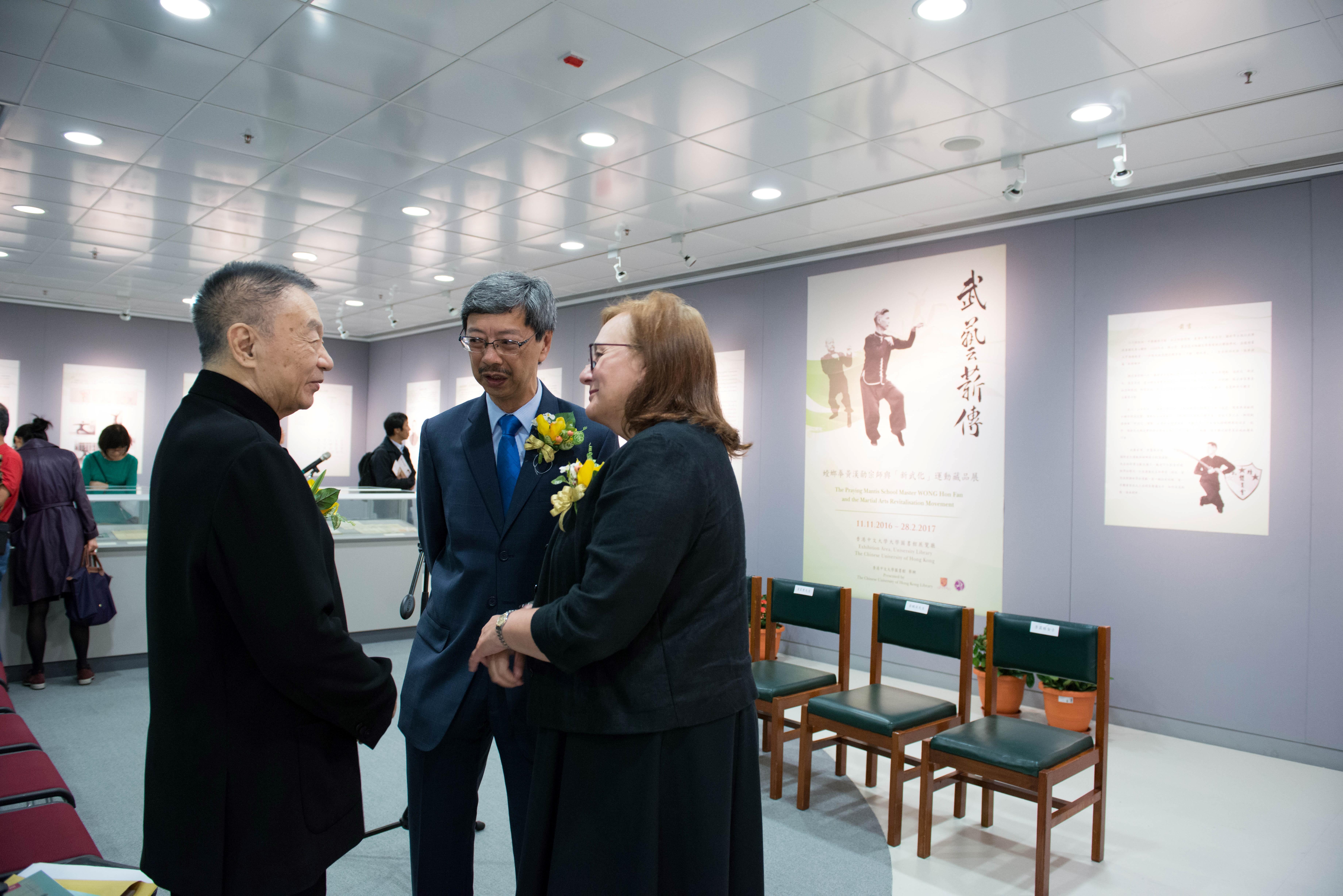 (左起)韋基舜先生、黃鵬英先生、李露絲館長