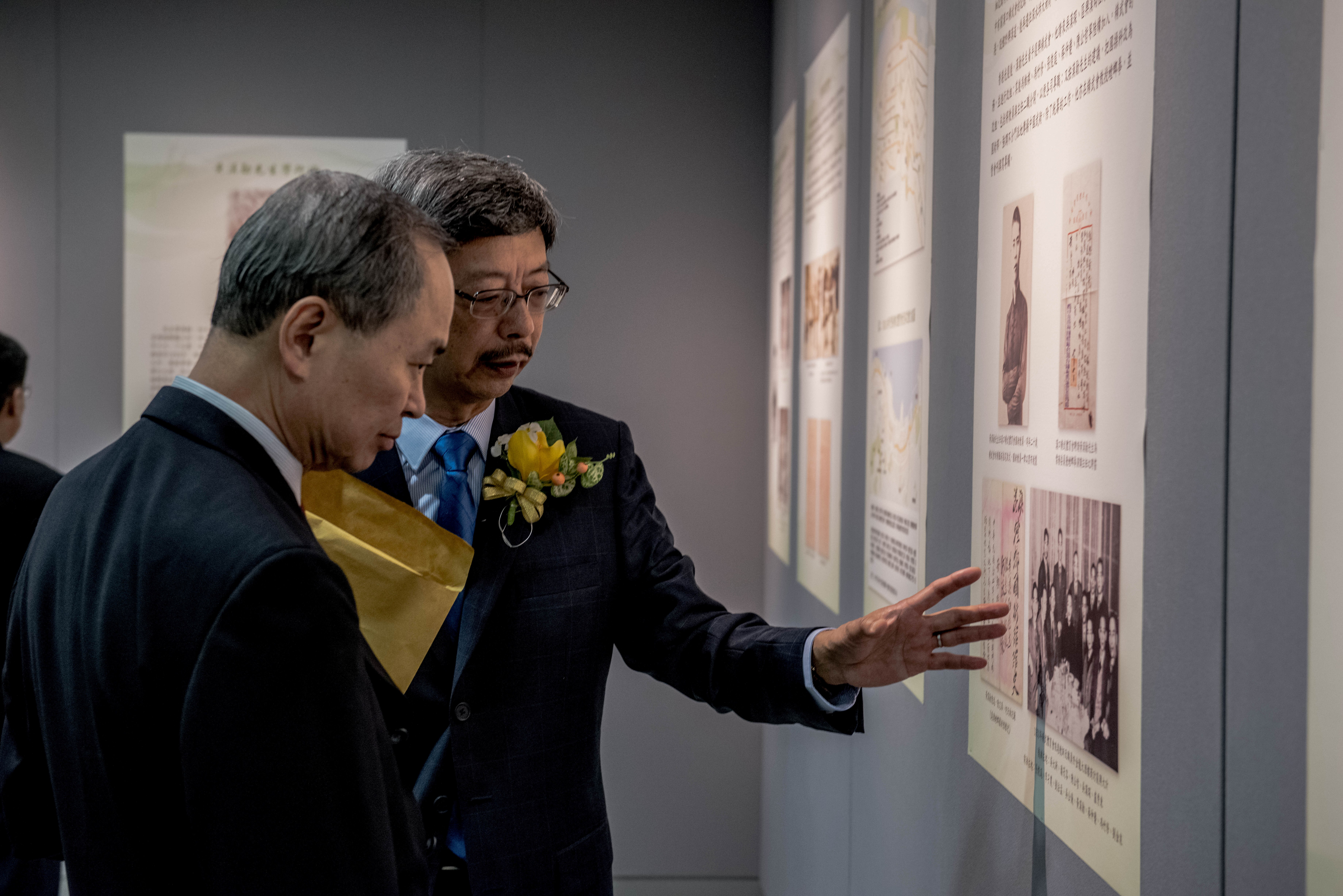 黃鵬英先生為霍泰輝教授致介紹展覽內容