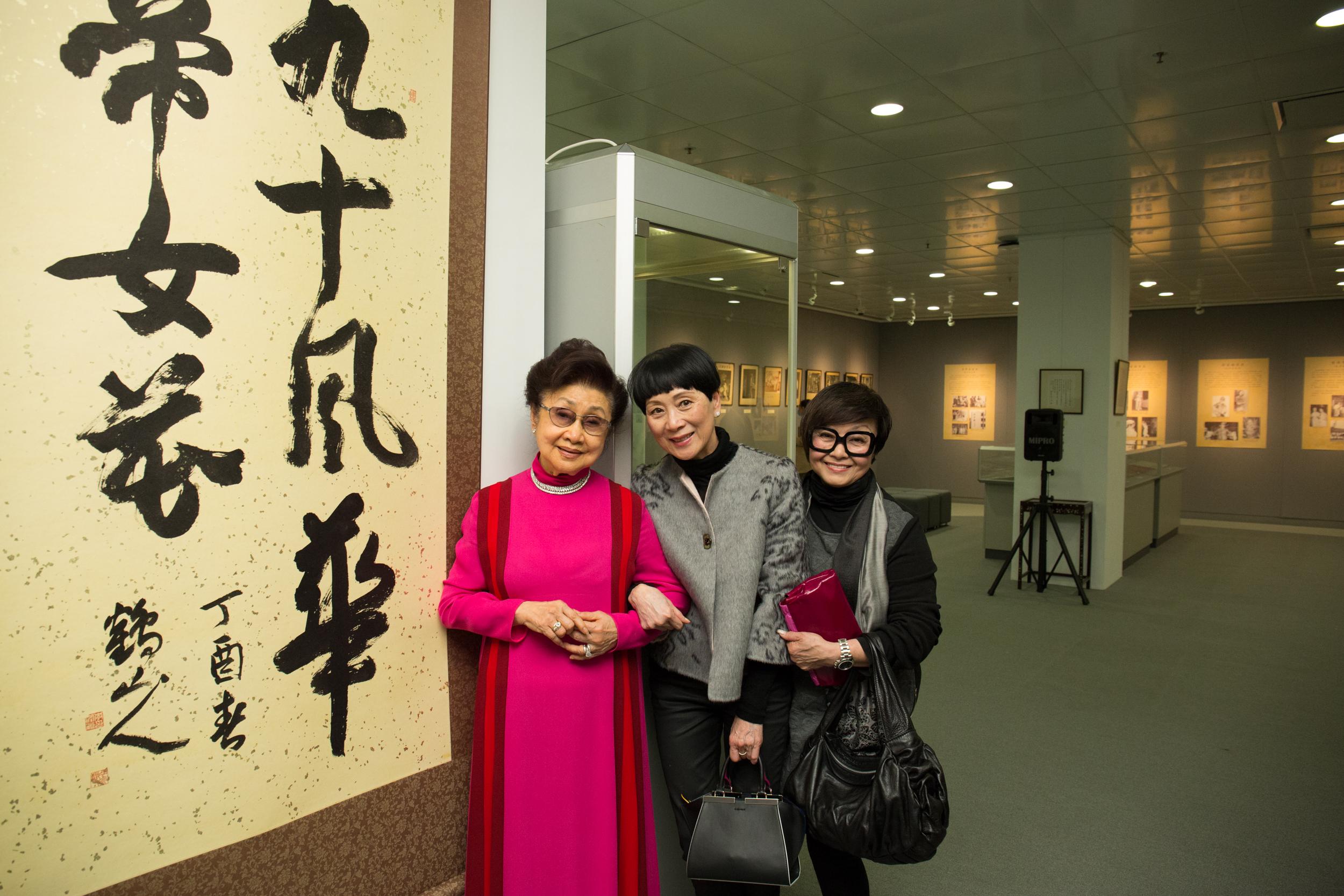 (左起)白雪仙博士、陳寶珠女士、梅雪詩女士