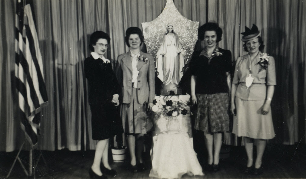 1943 Students in the Sodality of the Blessed Virgin Mary Club