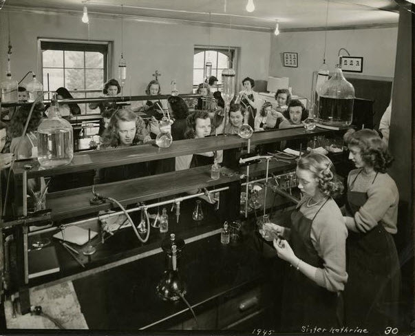 1945 Students in Chemistry Lab