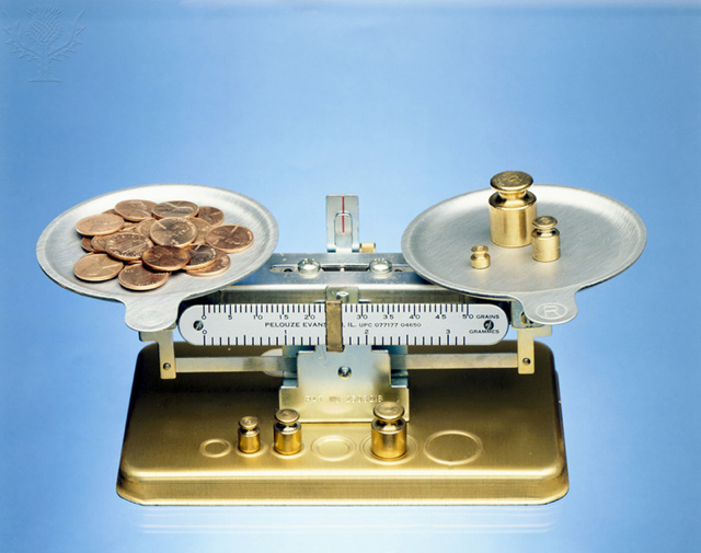 Double pan balance,weighing one mole of pre-1987 (100% copper) pennies - Britannica ImageQuest