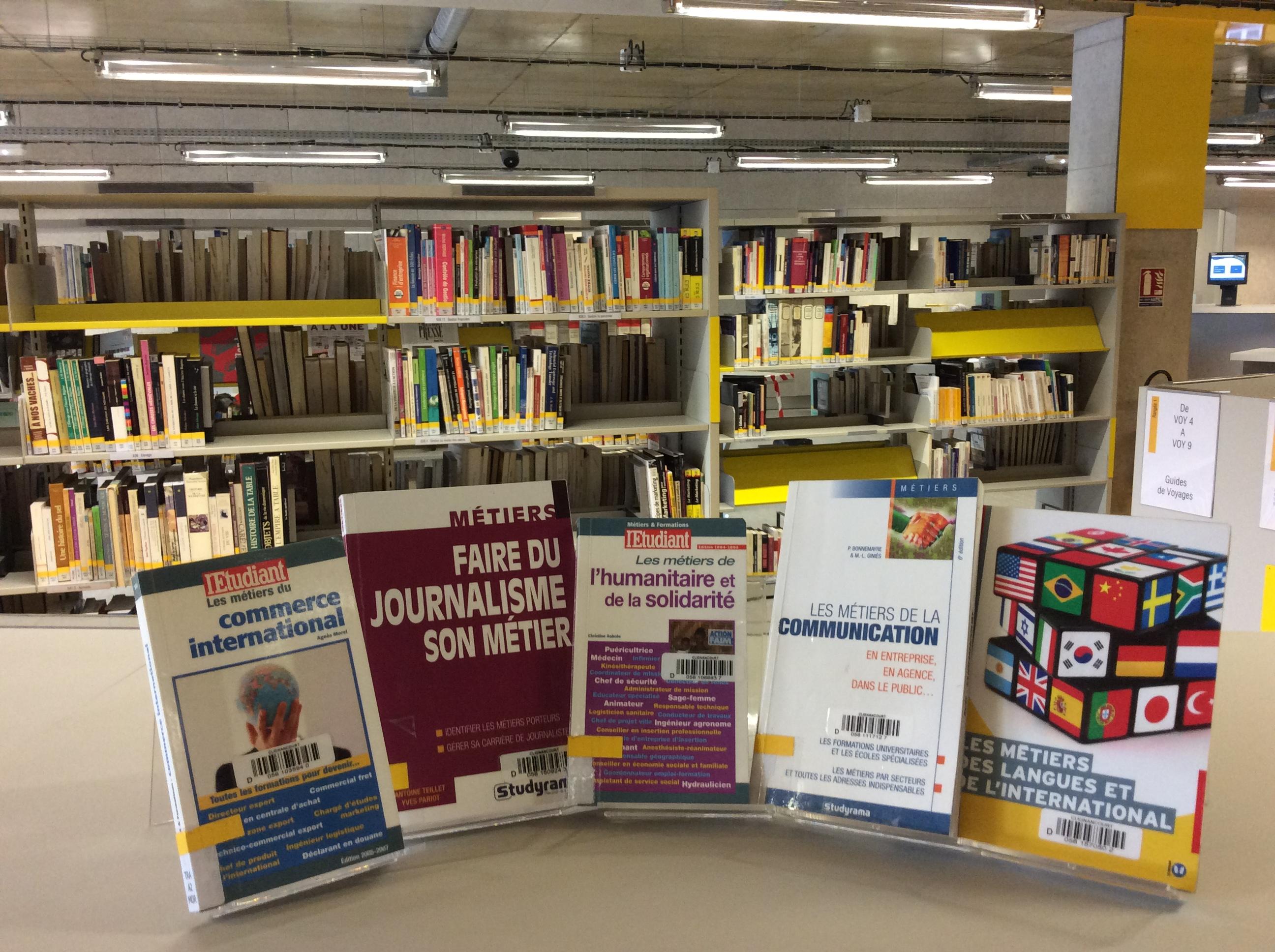 Collections Et Services De La Bibliotheque Clignancourt Etudes