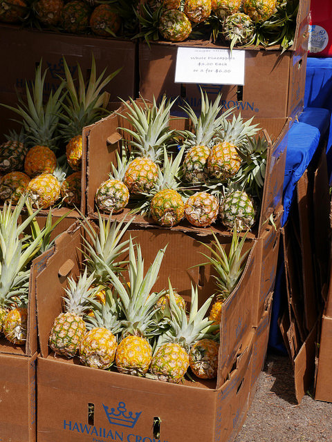 Image of pineapples in boxes.