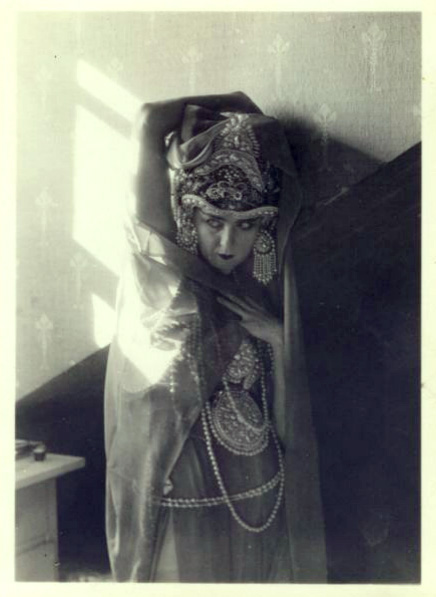 Ruth St. Denis, Theodora [1918] [3/4 length view, wrapped in veil]