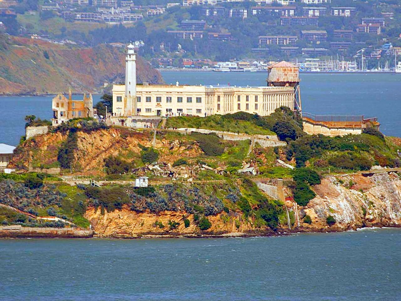 photo of Alcatraz island from afar