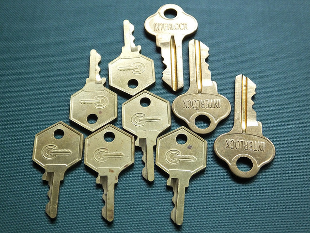 Jacqui Brown, 'Keys', CC BY-SA 2.0 (https://creativecommons.org/licenses/by-sa/2.0/), image source: flickr (https://www.flickr.com/photos/120600995@N07/14028600474)