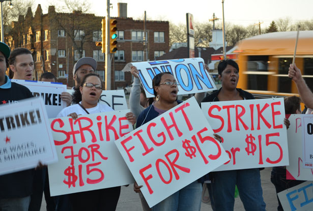 picture of workers striking in Milwaukee