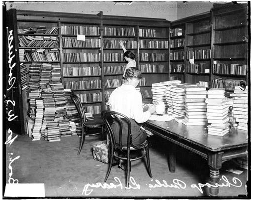 Women working in a room at the Chicago Public Library where they are collecting books for U.S. Soldiers. Photograph. Chicago History Museum, Chicago. <http://explore-beta.chicagocollections.org/image/chicagohistory/71/f18ss2c/>.